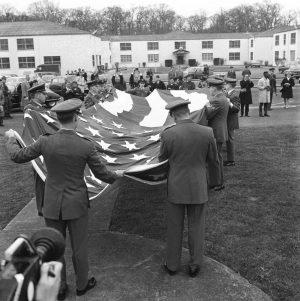 Photo du départ des troupes américaines du camp de Saint-Germain-en-Laye, mars 1967