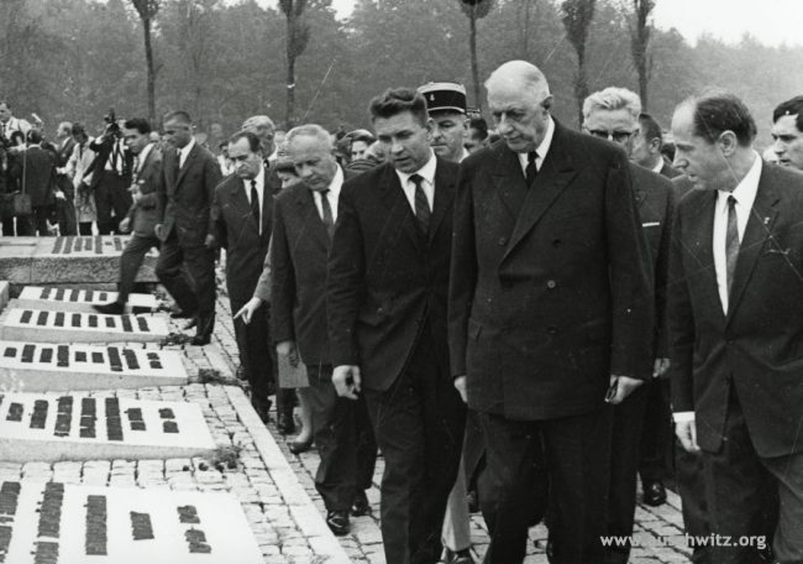 De Gaulle visitant Auschwitz le 11 septembre 1967